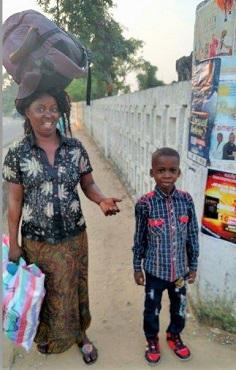 Auf dem Weg nachhause mit der glücklichen Mutter