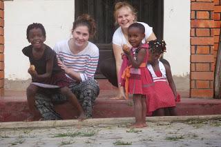 Franzi und Isabelle mit Kindern