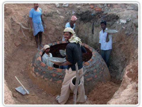 """Biogas-Anlage Indien (Quelle: Flyer """"atmosfair"""")"""